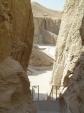 Pohled ze schodů k hrobce Thutmes III
